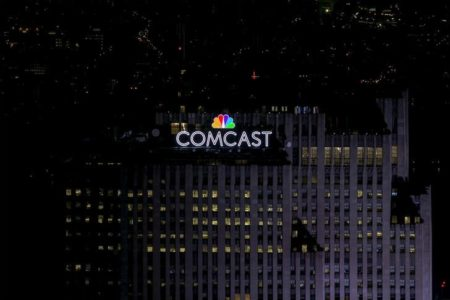 Comcast enters U.S. wireless business with unlimited data plans
