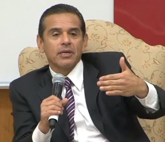 Bloomberg supports Villaraigosa for California Governor