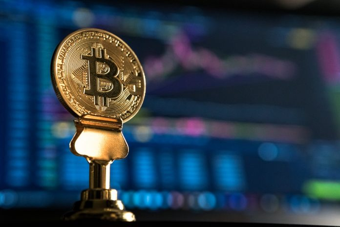 bitcoin dengan latar belakang penuh warna