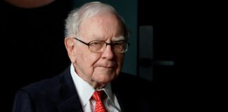 Warren Buffett CEO of Berkshire Hathaway