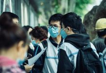 Students from China wearing masks amid Covid-19 pandemic by Unsplash