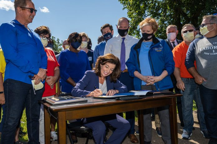 Gov. Hochul signs legislation to improve workers' safety, eliminate wage theft
